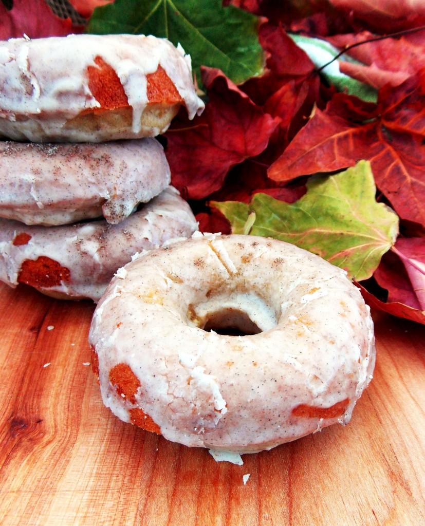 Apple Cardamom Cake Donuts|Havocinthekitchen.com