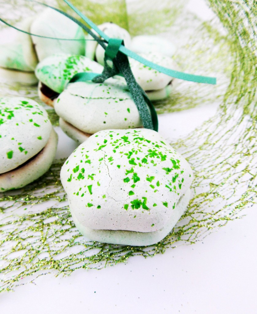 Mint Meringue Kisses|Havocinthekitchen.com