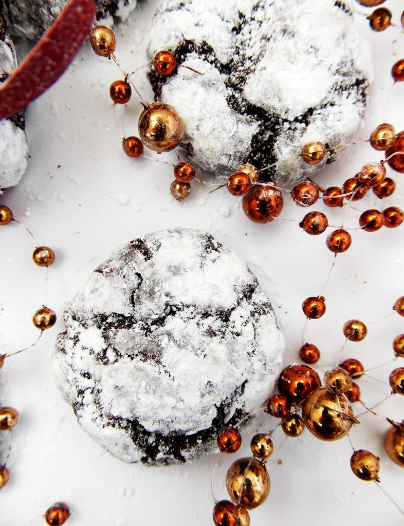 Peppermint Hazelnut Chocolate Crinkle Cookies|Havocinthekitchen.com