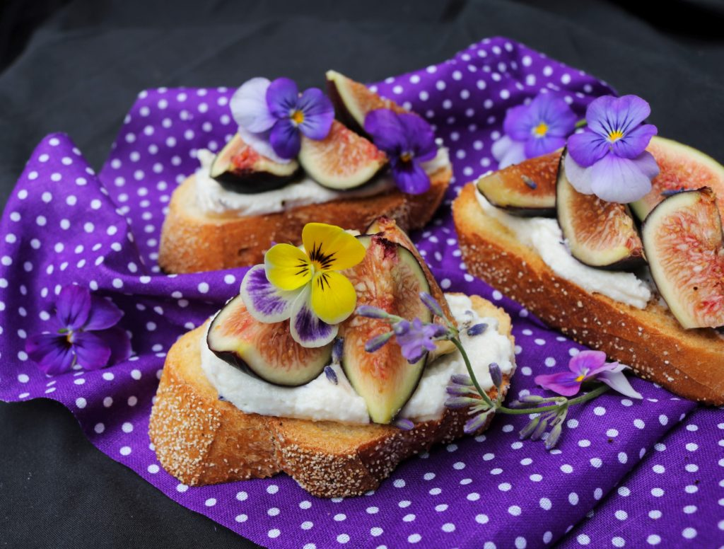 Ricotta Fig Lavender Crostini|Havocinthekitchen.com