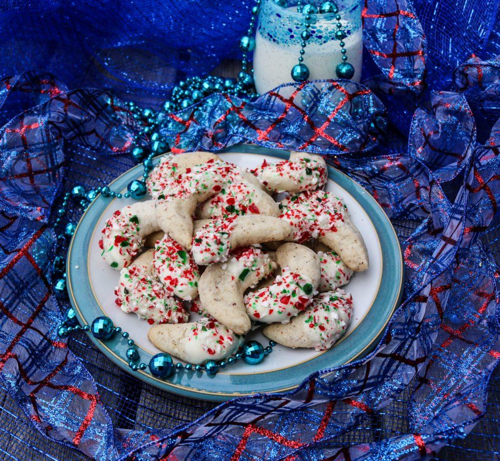 Candy Cane Crescent Cookies|Havocinthekitchen.com
