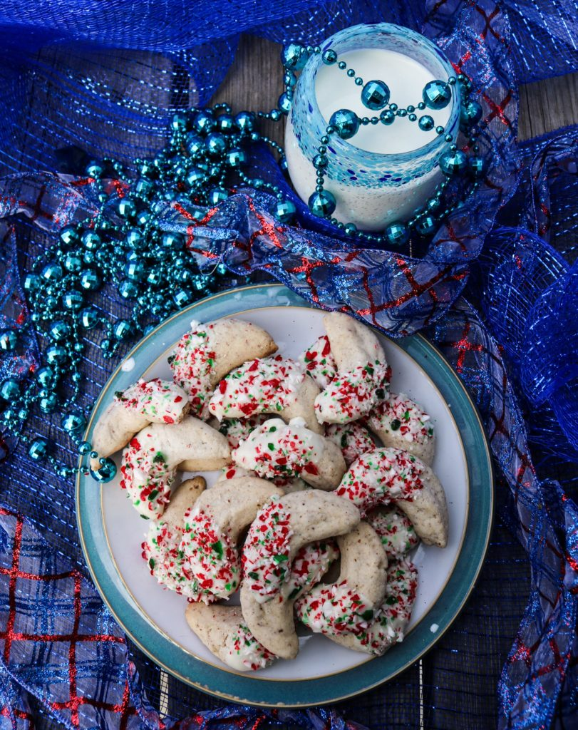 Candy Cane Crescent Cookies|Havocinthekitchen.com