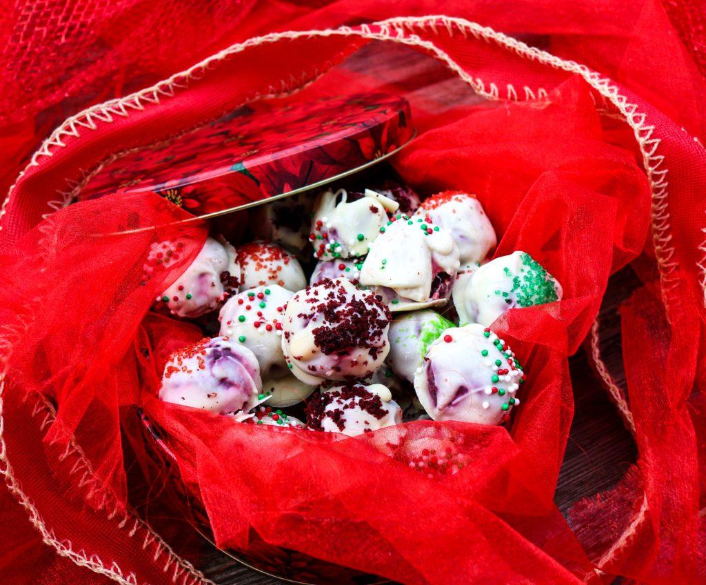 Red Velvet Christmas Truffles|Havocinthekitchen.com