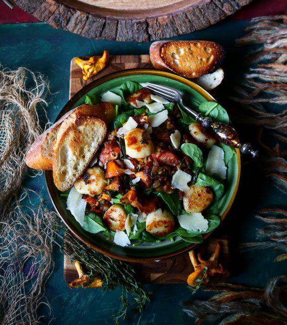 Chanterelle Seared Scallop Salad